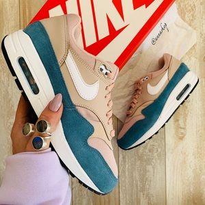 NWT Nike air Max 1